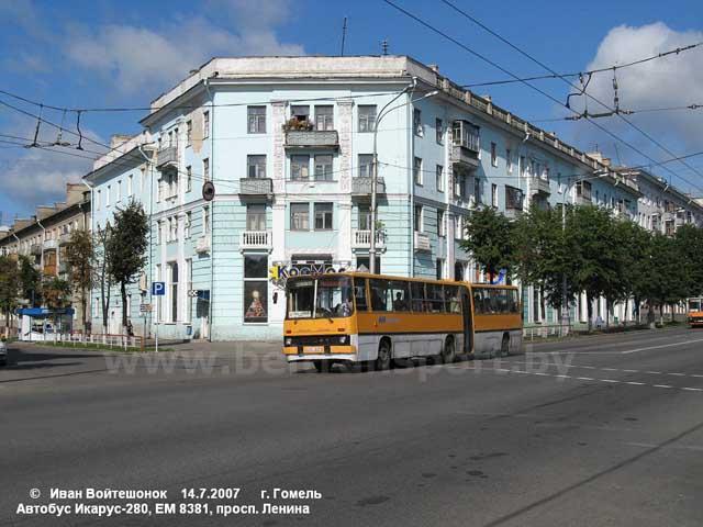 На снимках: автобус МАЗ-107