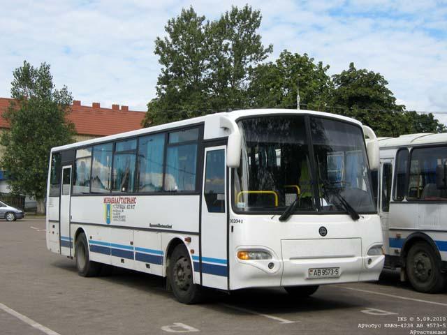 На снимках: автобусы КАвЗ-4238